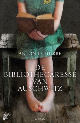 De bibliothecaresse van Auschwitz | Antonio Iturbe | Bladzijde26.nl